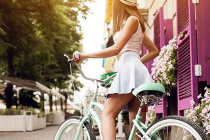 emise-en-forme-sprint-primavera-ragazza-bicicletta-vividcolor